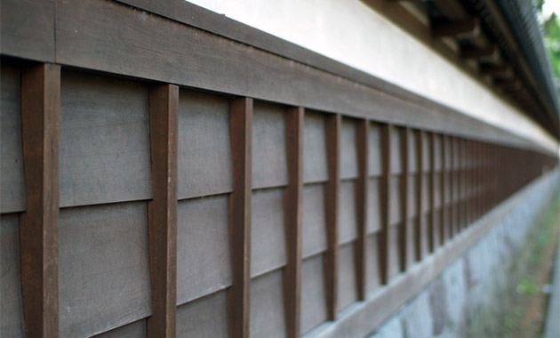 下見板の木塀